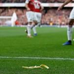 Őrizetbe vették a Tottenham-szurkolót, aki banánhéjjal dobta meg az Arsenal gaboni támadóját