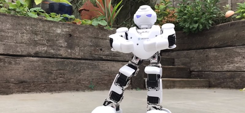 Programozható robotot kapott 38 magyar iskola