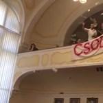 Megmenti a kormány Pécset, de gúzsba is köti