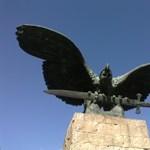 Merker Dávid: Megoldás volna-e a Turul-szobor elbontása?