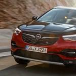 Itt az Opel első plugin hibridje, ami természetesen egy divatterepjáró
