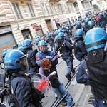 Tojásokkal és festékbombákkal dobálták a bankokat az olasz tüntetők
