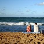 Ennyiért sörözhet, kávézhat, és kenheti magát naptejjel – itt van a legolcsóbb tengerpartok listája