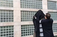 MTA-ügy: országszerte letakarják Széchenyi szobrait a momentumosok