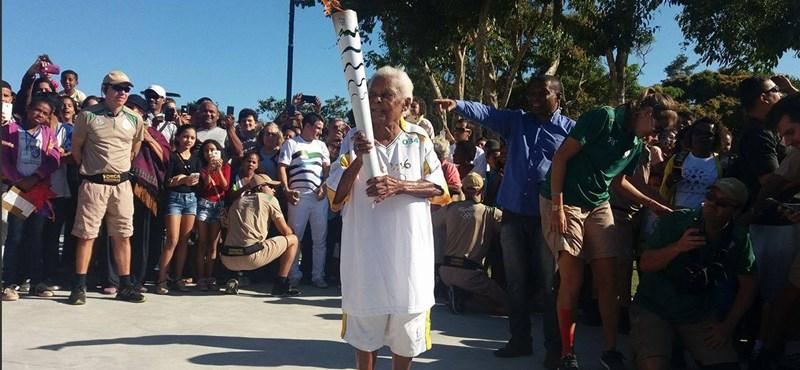 Sosem késő: elmúltak 100 éves, de ők is vihették az olimpiai fáklyát