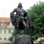 Egy lengyel város főterén a hóesésben megjelent Darth Vader