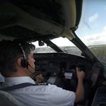 Ezt látja a pilóta, amikor extrém szélben kell leszállni a repülővel – videó