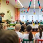 Nem tudnak leállni: óvodások előtt tartott beszédet a honvédelmi miniszter