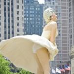 Fotó: Ilyen Marilyn Monroe lábai között