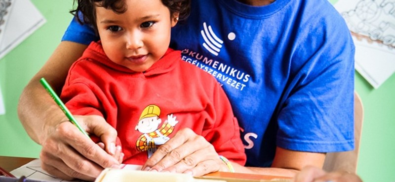 Menekült kisgyerekkel az ölében fotózták le Lévai Anikót