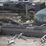Mindenki nagyot kaszálna az elplázásodó repterek több százmillió utasán