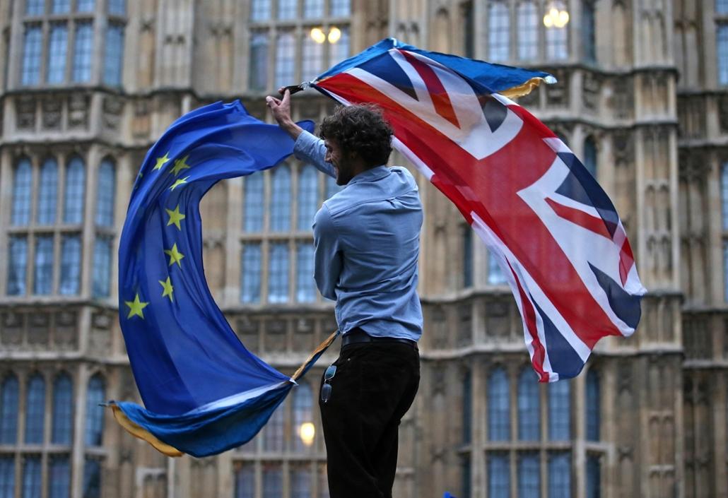 20170329002 - afp.16.06.30. - London, Egyesült Királyság: zászlólengetés - Brexit -  zászló