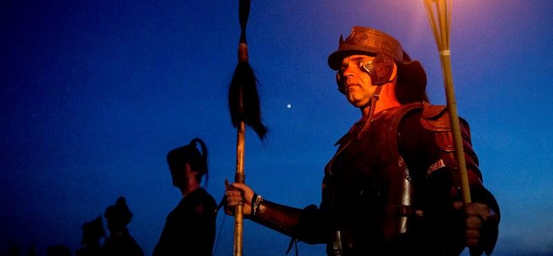 Gárdisták biztosították a törzsi gyűlést, amire 300 millió forintot adott az Orbán-kormány