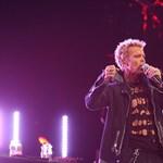 Több mint tíz év után visszatér Budapestre Billy Idol