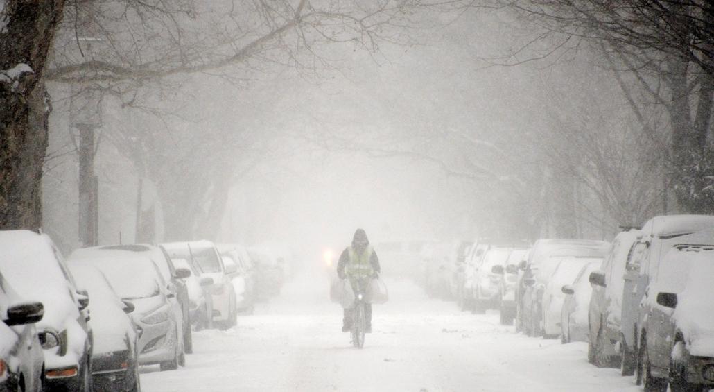 epa.15.01.27. - New York, USA: hóviharveszély az USA-ban - havazás, hó, hóesés, hóvihar
