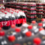 Most először elárulta a Coca-Cola, mennyi műanyag csomagolást használ el egy évben