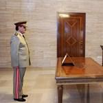 Friss kép a szír elnökről: Aszad elvileg nem sérült meg