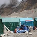 Rekordkísérlet a Mount Everest halálzónájában