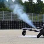 Így működne a megcsúszó motorosokat helyrebillentő sugárhajtómű – videó