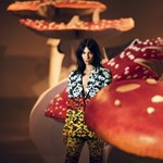 Modell a légyölő galócák tövében: Jamie Bochert legfrissebb fotói