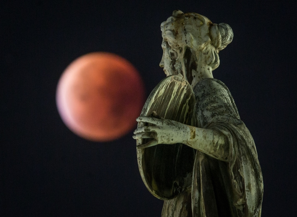 afp.15.09.28. - Frankfurt am Main, Németország - holdfogyatkozás, szuperhold