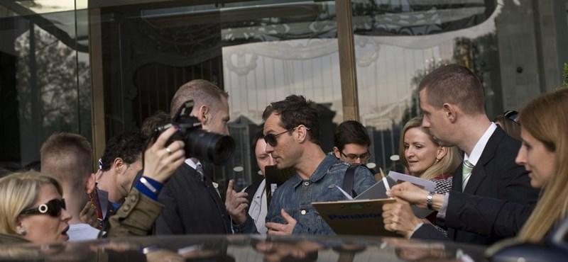 Jude Law belevetette magát a pesti éjszakába