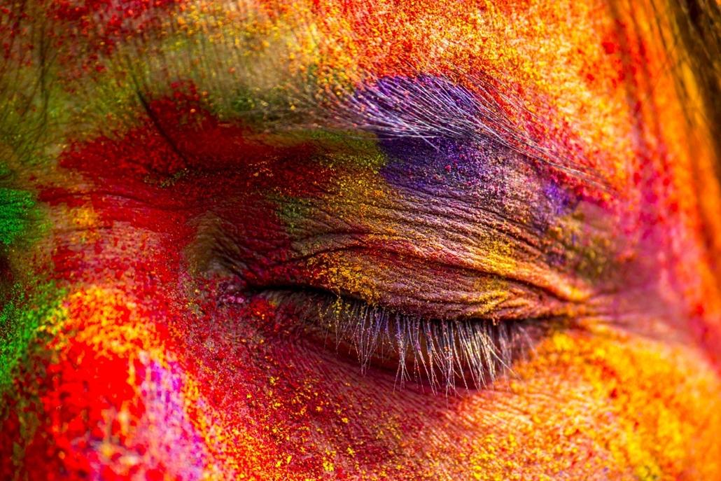 afp.15.03.06. - Sivasagar, India: résztvevő a Holi Fesztiválon, azaz a színek ünnepén. - 7képei