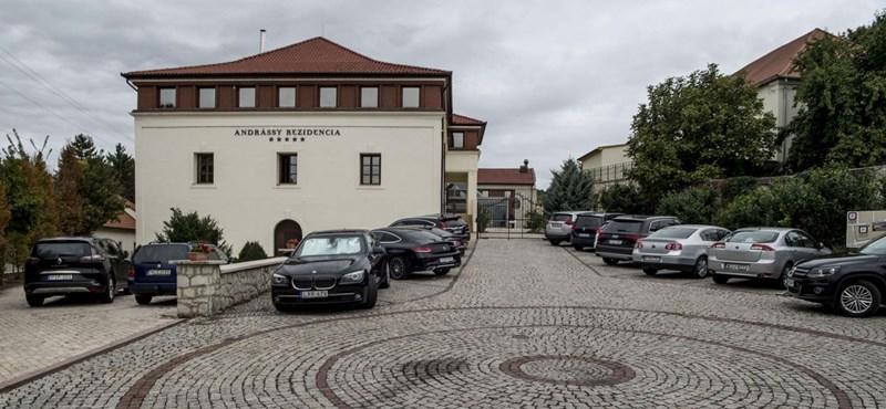 Közpénzből bővítik Mészáros Lőrinc luxushoteljét