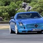 Mercedes SLS-electric: 11 hangszóró adja a motorhagot