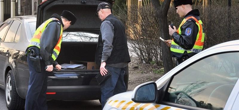 Nagyot nézhettek a létavértesi rendőrök, amikor meglátták ezt a hamis rendszámot