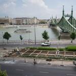 Felmászott egy férfi a Szabadság hídra, lejönni már nem tudott