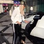 Videó: egy hölgy próbálhatta ki először az 5000 lóerősnek ígért dubaji hiperautót