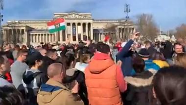 A rendőrök 142 embert feljelentettek Gődényék tüntetése után