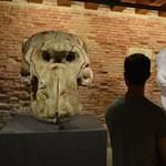 Ókori Miki egérrel támad Velencében a kortárs művészet sztárja