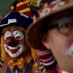 Dübörög a bohóclobbi: Utazási kedvezményt kapnak a cirkuszba menő diákok