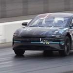 Megmutatta, mit tud a leggyorsabbnak ígért elektromos luxusautó – videó