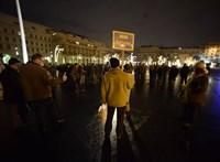 Azzal fenyegették a Dániában tüntető magyarokat, hogy kamionnal hajtanak közéjük