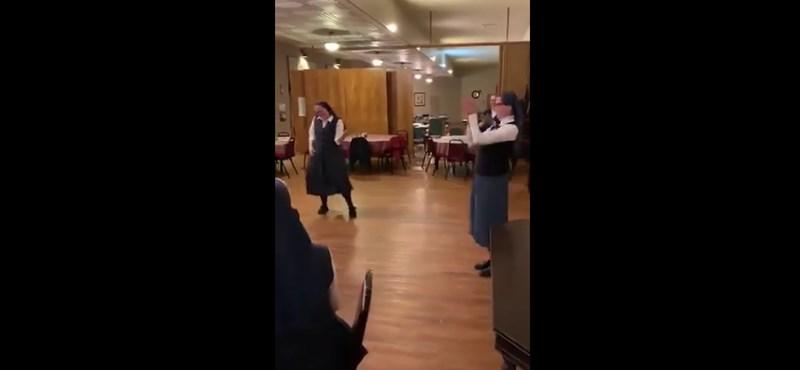 A Queen egyik örökzöldjére tomboló apácáknál nincs jobb videó ma a neten