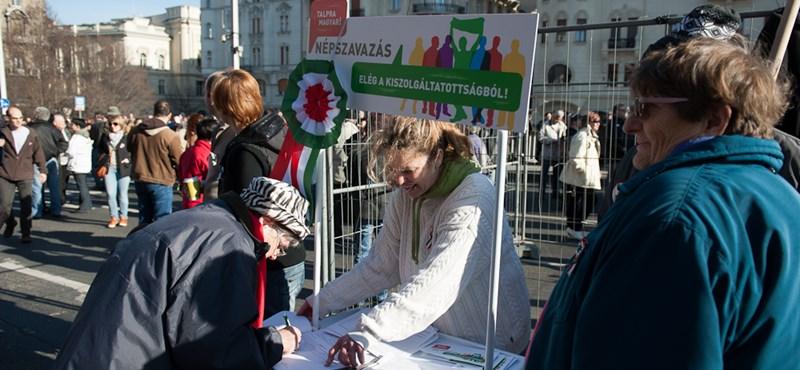 Nincs meg a 200 ezer aláírás az LMP népszavazásához