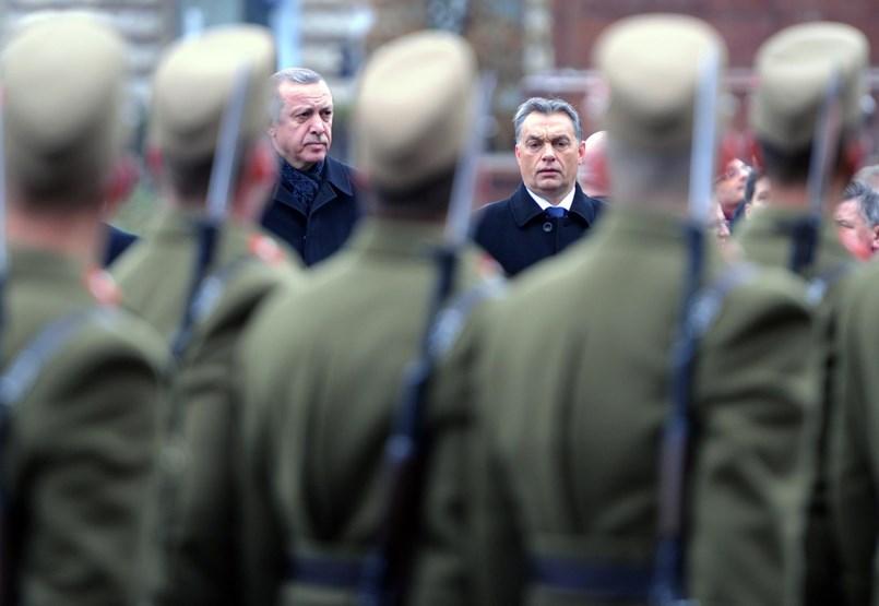 Orbán-közeli cégen keresztül veszünk harci járműveket a háborúzó Erdoganéktól