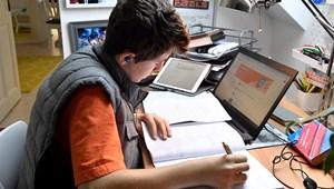 """""""Rettentő megterhelő és egyfajta kikapcsolódás is"""" – diákok a digitális oktatás első hetéről"""