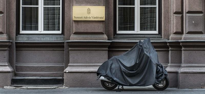 Kozsó, Baby Klári, Berki Krisztián és kínaiak a legnagyobb adósok listáján