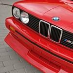 Menetpróba: mit virít egy 20 éves M3-as BMW a 610 lovas M760Li ellenében?