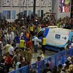 Megint baj történt a riói karneválon, összedőlt egy kocsi