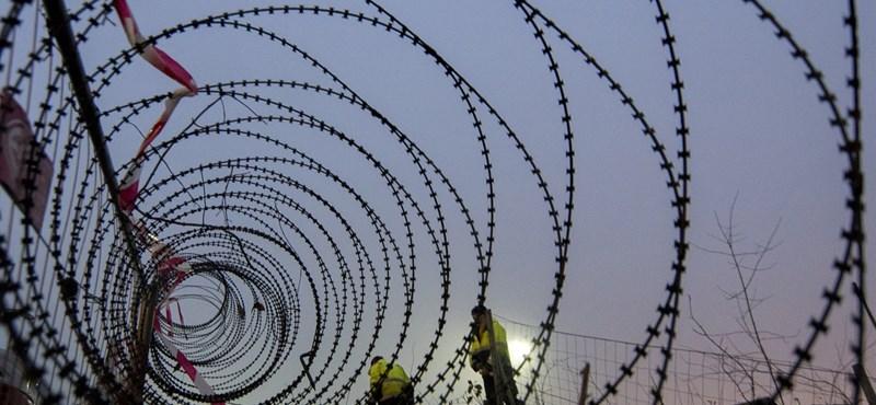 """Szijjártó: """"Ha kerítést kell építenünk, már másnap kész leszünk rá"""""""