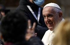 Ferenc pápa jótékonysági koncerten bukkant fel