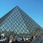 A Louvre Piramisai