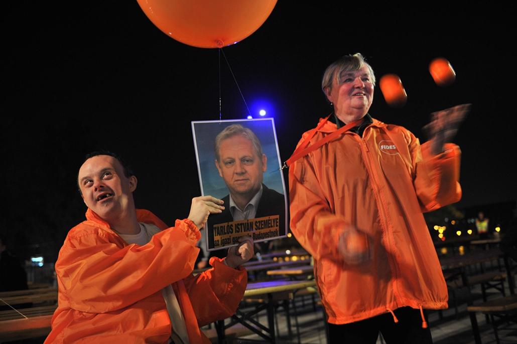 tg. választás 2014, önkormányzati választások 2014.10.12.Krétakör demo a Fidesz előtt