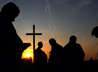 Először erősítette meg a Vatikán: szabályozzák, mi legyen a papok titokban született gyerekeivel