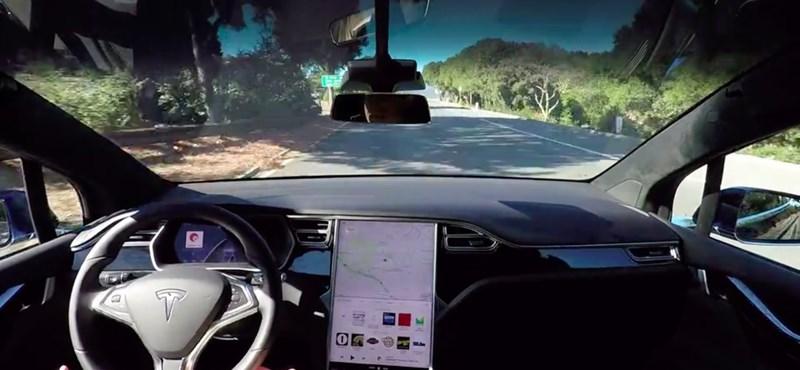 Egészen elképesztő: így vezeti önmagát a teljesen önvezető Tesla – videó